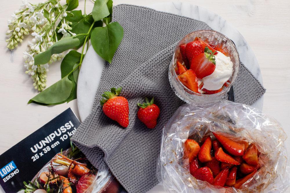 Balsamico-mansikat ja jäätelöä