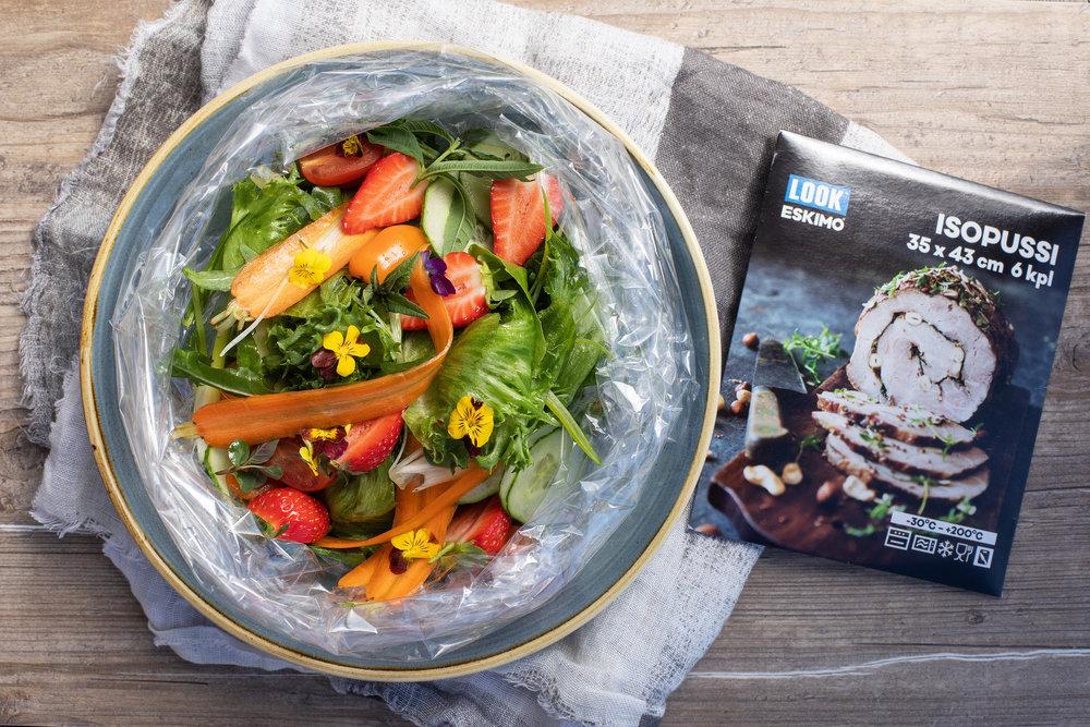 Paistopussi salaattikulhona