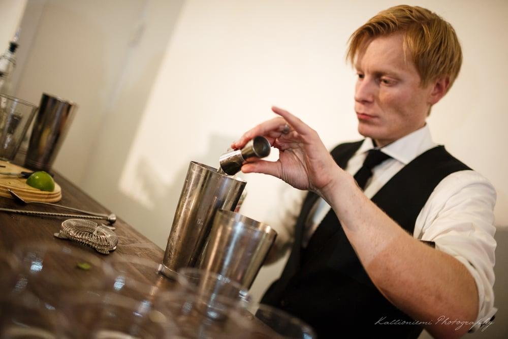 MIRA JA MARKKU_bartender_2.jpg