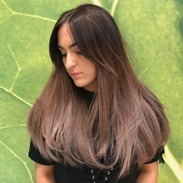 We're feelin' soft violet vibes with this one! Beautifully blended balayage by our Artistic Director @robertjulianmartin 🦄 #aveda #avedauk #avedacolorist #avedacolour #vegan #organic #balayage #hotd #violethair