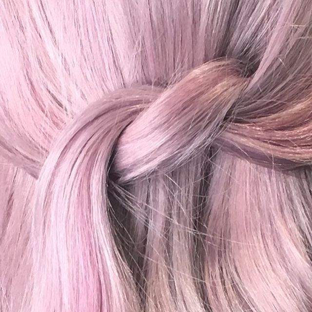 • DONT GET IT TWISTED • . • • • by our senior colour technician @haleybonneyhair. • • #pink #pinkhair #vibes #avedacolor #avedasalon #nottinghamhairdresser