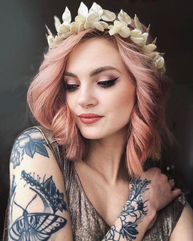 We just can't get enough of this beauty 💕 . • @elizabethgraciee • hair by Artistic director Laura . • • #wcw #haircolor #pink #pinkhair #bridalhair #nottingham #nottinghamhairdresser #blogger #model #aveda