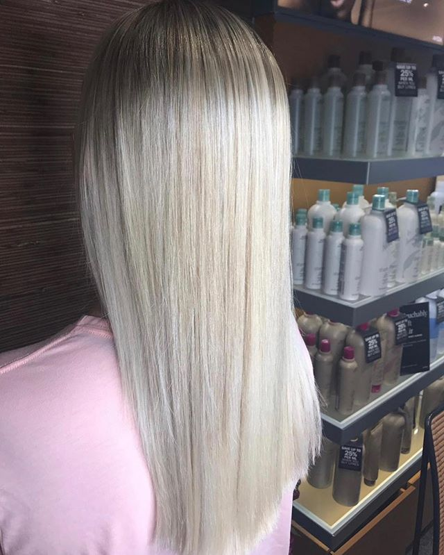 Making Barbie look bad 💁🏼‍♀️💕. Take a look at Abbie's client before she got her hands on it 🔙 .  Abbie has been qualified just 1 year and is knocking them dead 💀 You go glen coco 🙌🏼 . #aveda #highlights #nottinghamhairdresser #barbie #hair #blonde #whiteblonde #ashblonde #silk