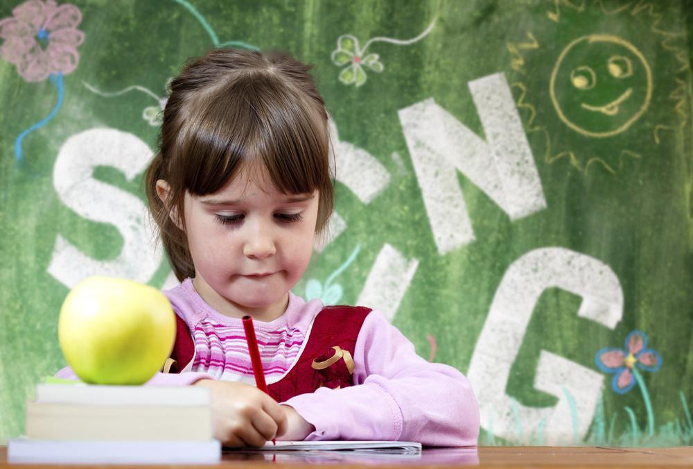 child_desk_apple.jpg