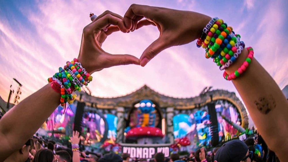 http://crossfadr.com/2016/12/16/is-edm-over-a-few-reasons-why-mainstream-edm-is-on-the-way-out/