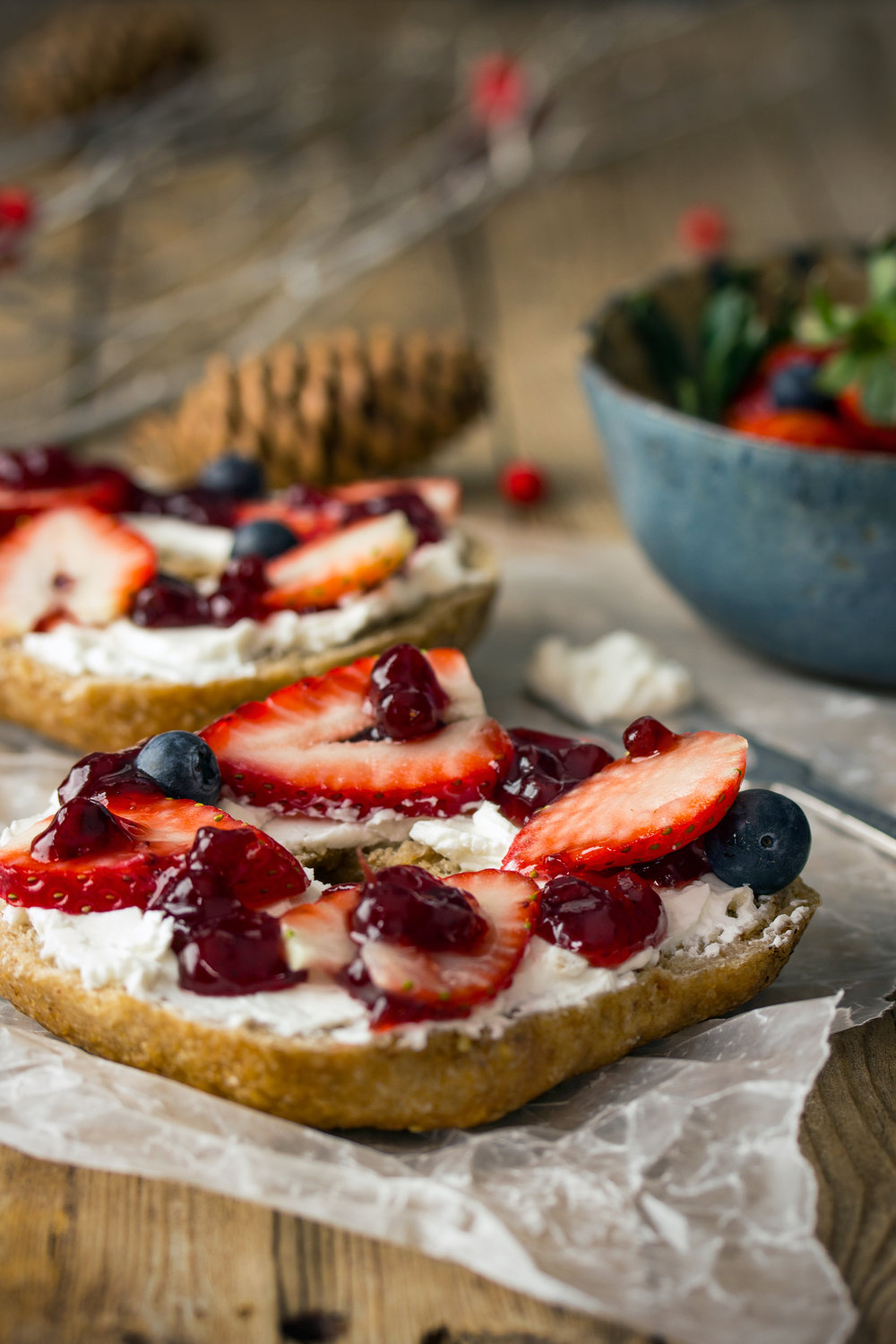 Bagel with goat cheese, strawberries, blueberries and lingonberries