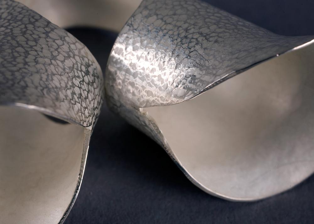 Trumpet Ring I detail