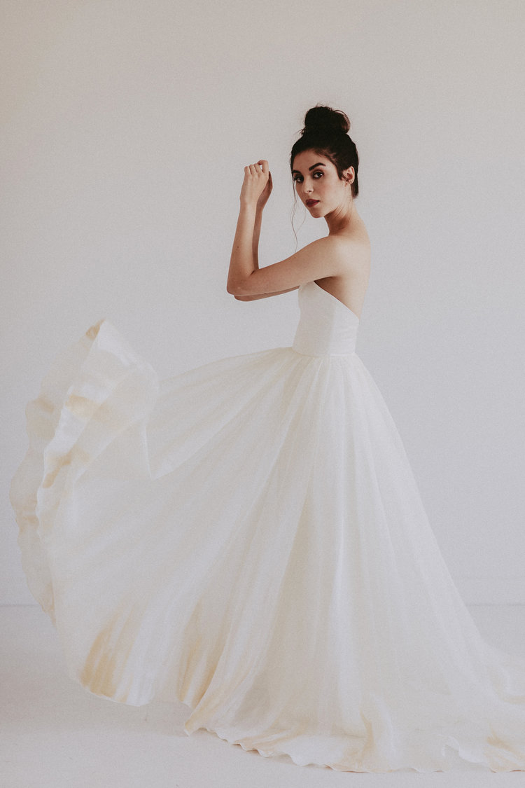 The sweetheart is a popular bodice choice amongst brides, thanks to it's flattering shape. The Dolly takes the classic sweetheart look to a whole new level with 100% silk organza material with a gathered a-line skirt.