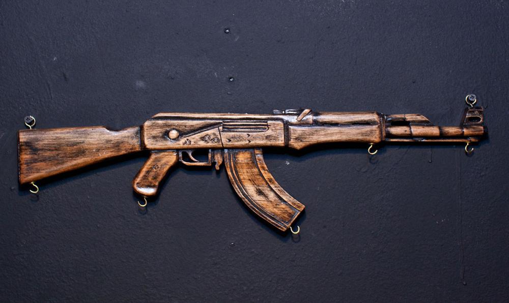 AK-47 GUN HANGER - RICO DENIRO