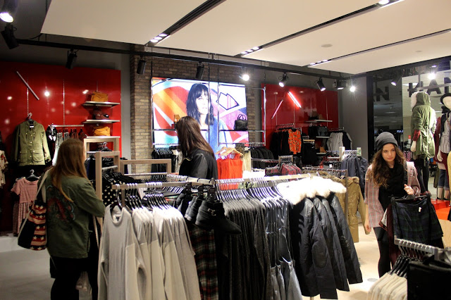 topshop carrefour laval opening