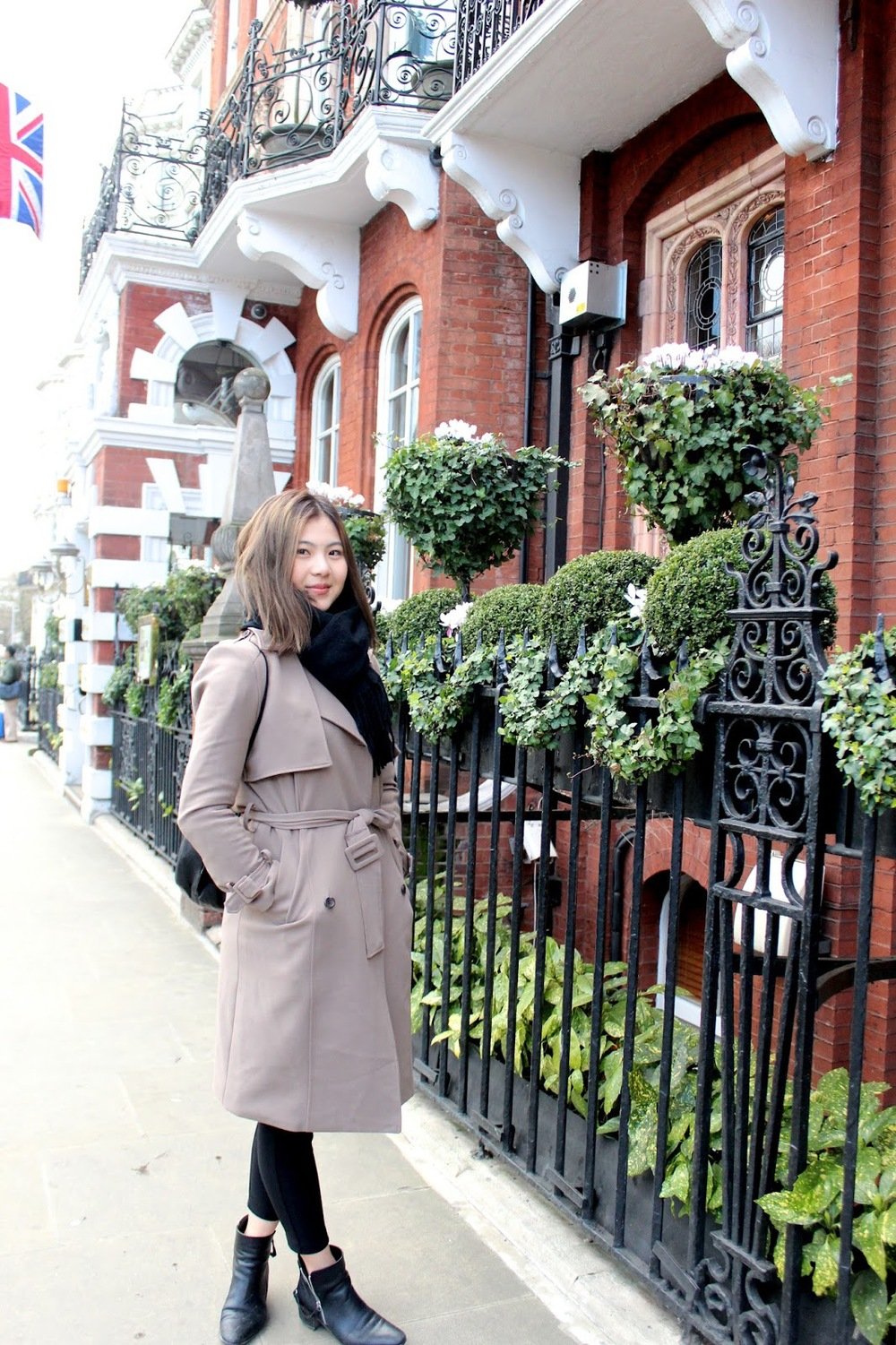 Dahye Jung trench coat in london how to wear