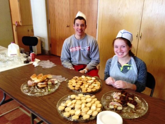 Mt Carmel volunteers distribute desserts