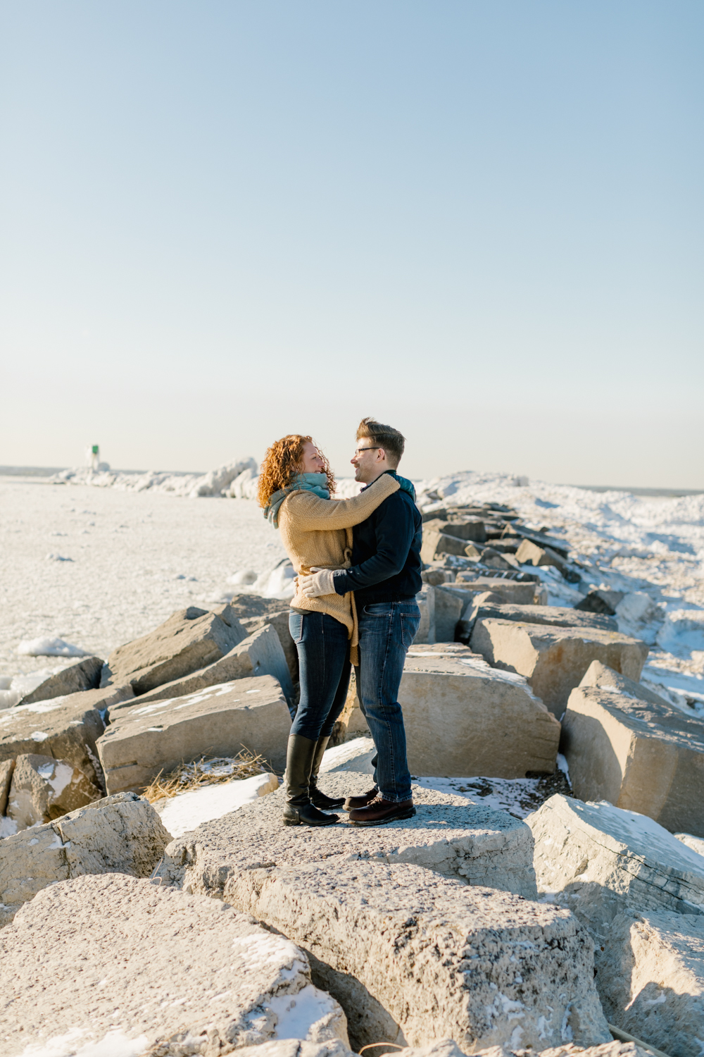 couple-photographer-engagement-lake