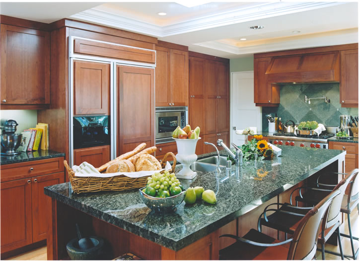 The classic richness of cherry wood and green granite.