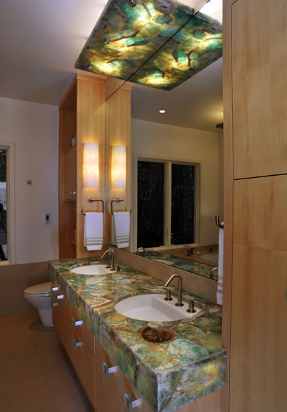 The quartzite slab features are the accent to the neutral maple cabinetry.