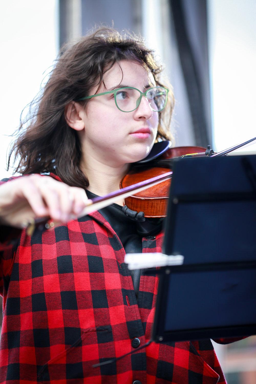 Ledah Finck, violin