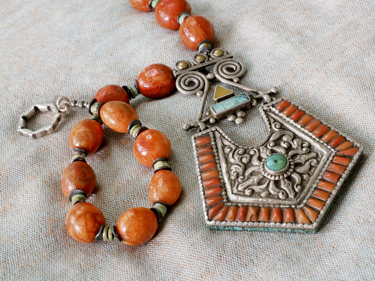 Excellent Mexican coral and Turkish turquoise pendant necklace — Touchstones  RU03