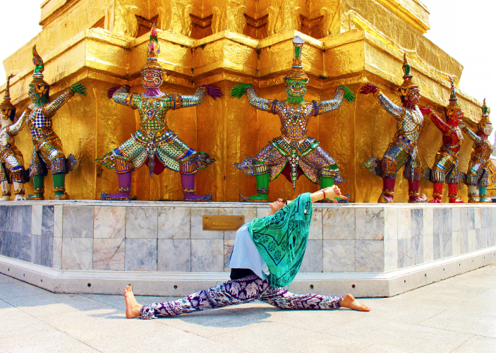 Hanumanasana with Hanuman! Being a monkey in Thailand at the Grand Palace.