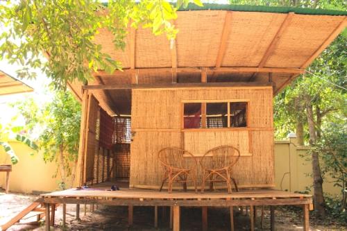 Our cute garden hut at  Vagabond Temple .