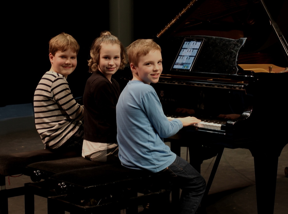 Piano school for 3 players and 6 hands