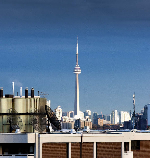 Toronto's CN tower as seen from the west end