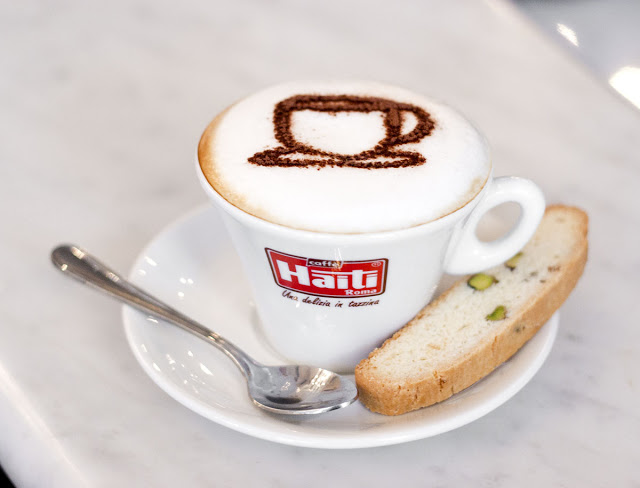 A cappuccino with some advanced latte art