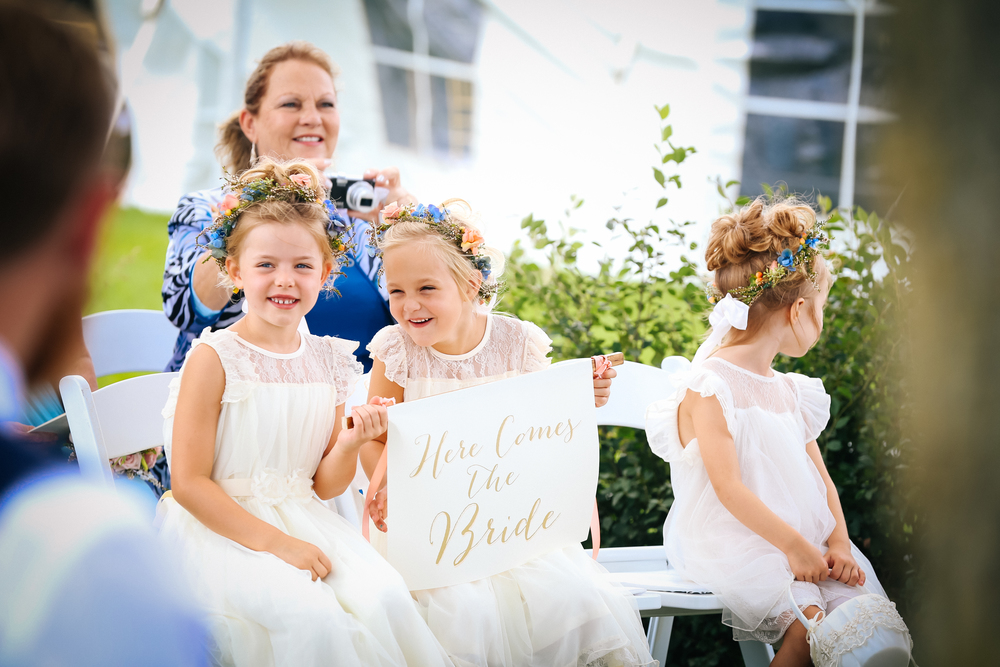 Minneapolis wedding photographer flower girls