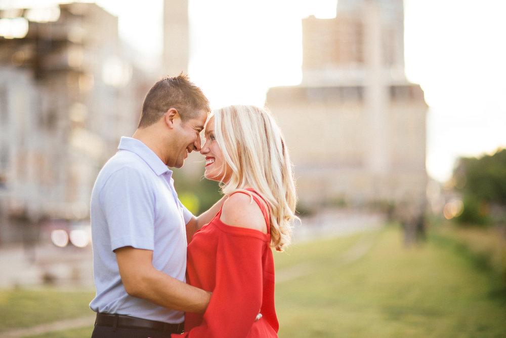 Golden hour engagement photos in minneapolis minnesota