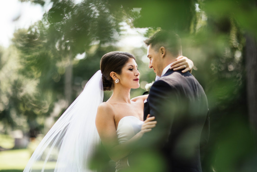 Twin Cities wedding photographer shooting in Golden Valley