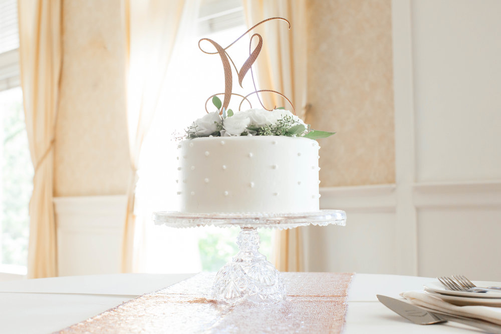 stunning cake shot at The Golden Valley country club