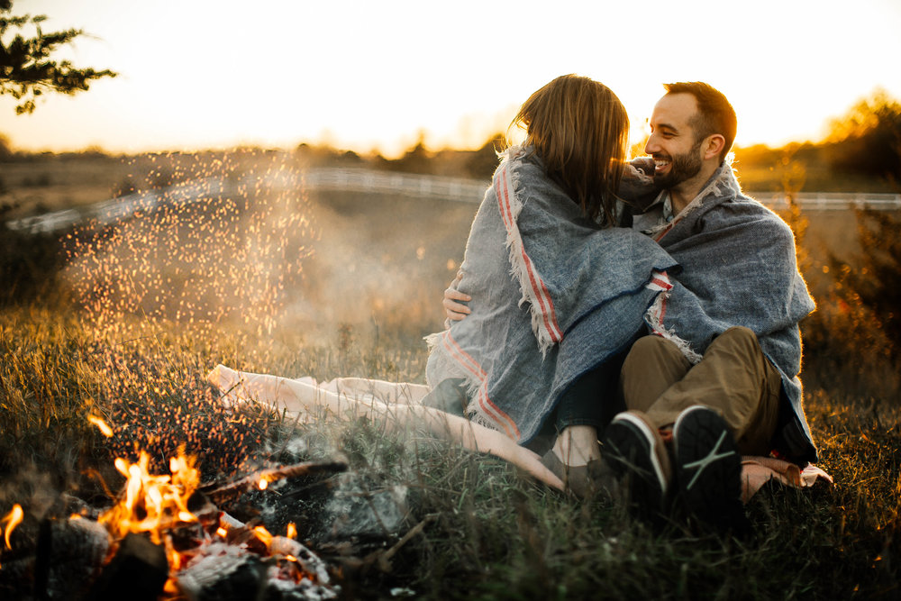Outdoorsy autumn engagement shoot
