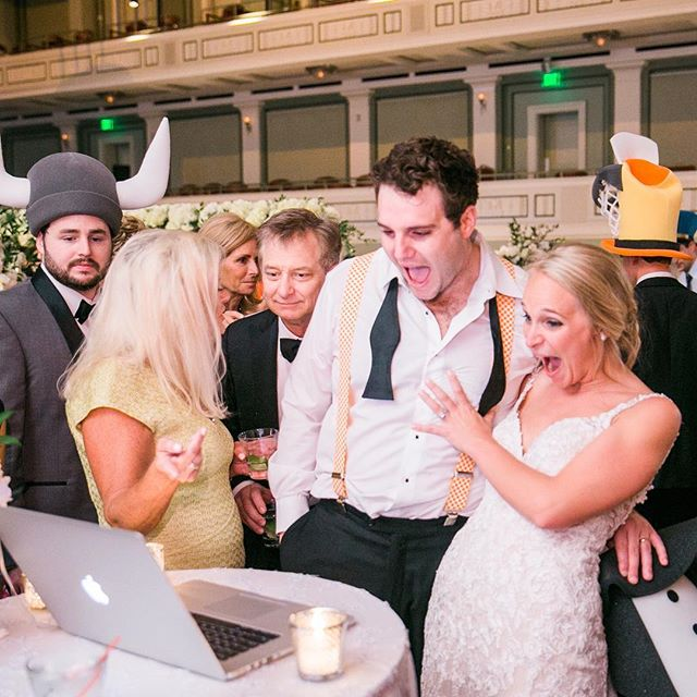 Reactions to the same day edit during the reception make us SO happy 🙌🏼😍 📷: @the_bambers