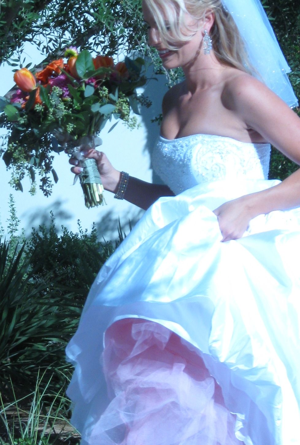 BeautifulBrideAndBouquet.jpg