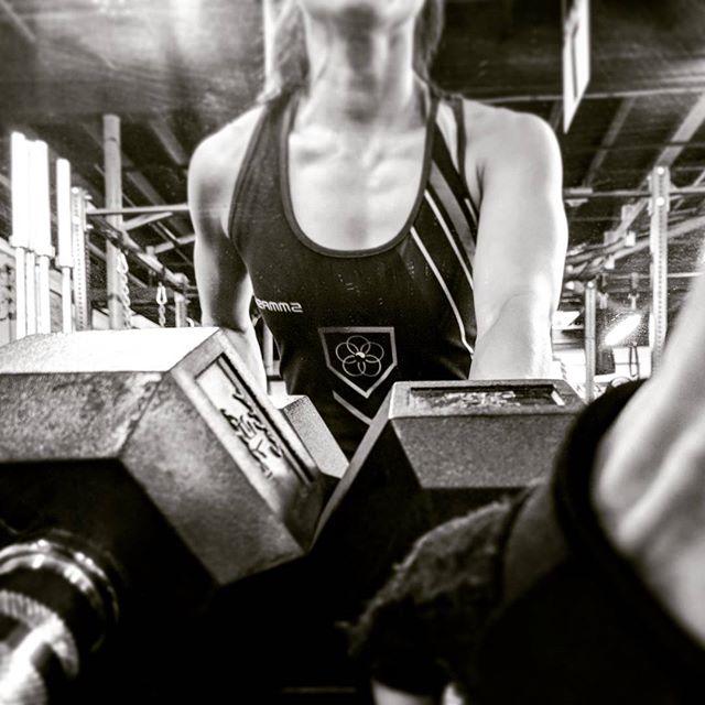 We're super pumped for 2018! #newgoals #bereadyforchanges #challengeyourselfdaily #strongisbeautiful #gym #stayfit #weights