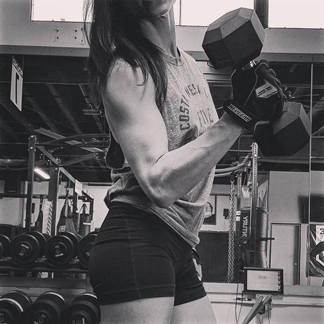 Rock your arms and shoulders. You've earned it! #armday #balance #fitnessmotivation #soreisthenewsexy #womenwholift #tinybutmighty #pumpingiron #tgif #wegotthis
