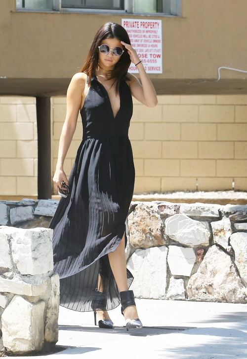 selena-gomez-out-in-los-angeles-august-2014_2.jpg
