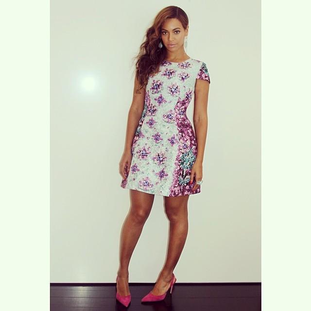 Beyonce-floral-dress-pink-shoes.jpg