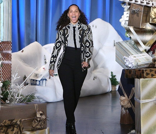 3B6A0DD800000578-4037450-She_ll_be_back_Alicia_Keys_revealed_Thursday_on_The_Ellen_DeGene-m-98_1481824453902.jpg