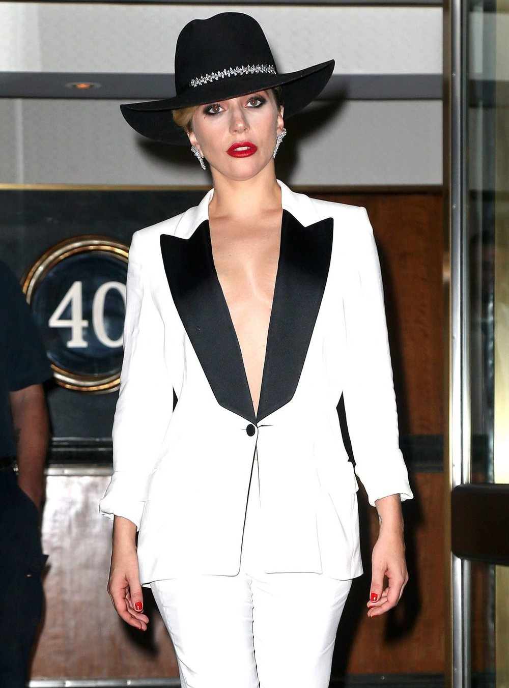 lady-gaga-classy-fashion-out-in-nyc-9-22-2016-1.jpg
