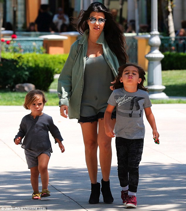 2778732500000578-3035225-Quality_time_Kourtney_was_joined_by_Mason_aged_five_and_Penelope-m-24_1428783672535.jpg