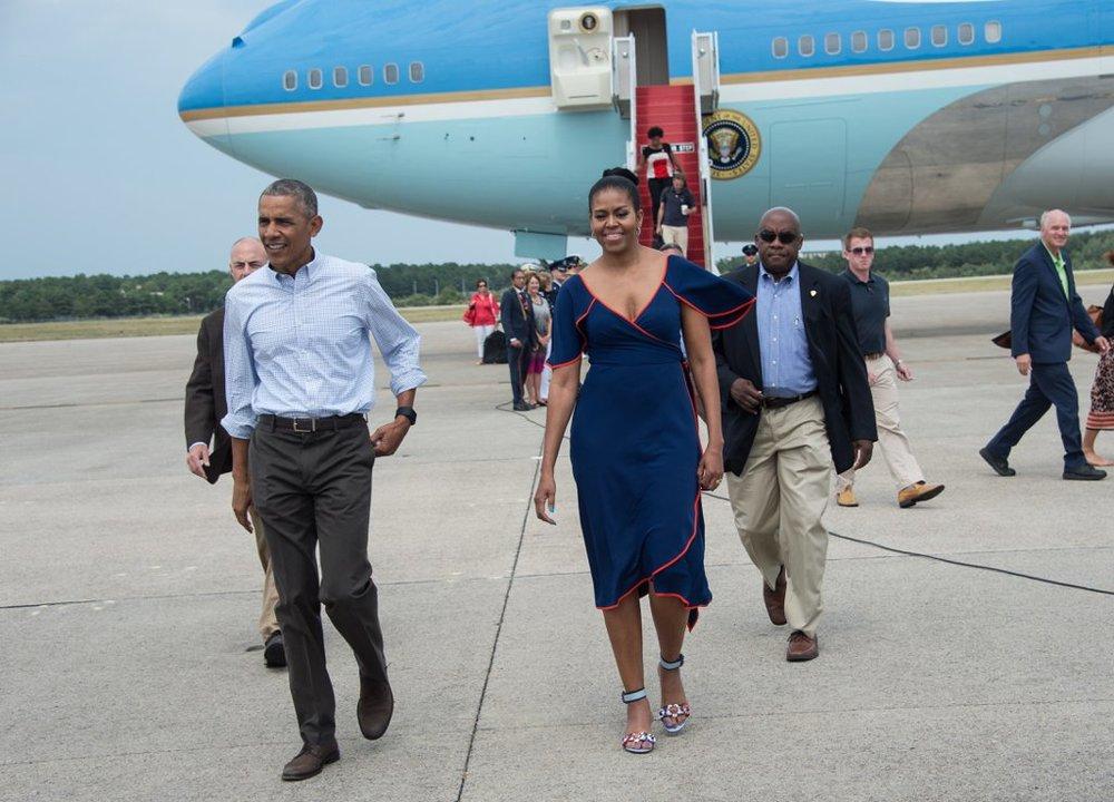 3-Michelle-Obama-Dress-Vacation-Martha-Vineyard-tory-burch-resort-2016-navy-orange-piping-wrap-front-flutter-sleeve-dress-fendi-embellished-applique-block-heel-sandals.jpg