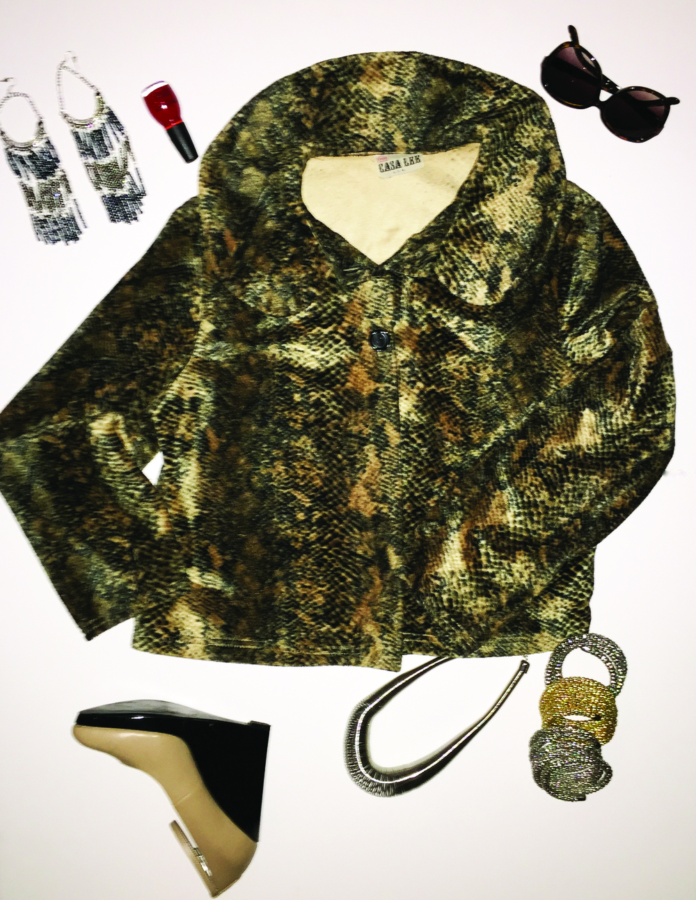 Luncheon with the girls, this vintage inspired jacket is perfect. Don't forget to accessorize.