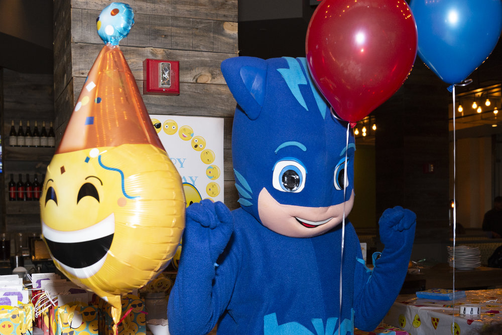Balloon Delivery In NYC Runs 40 I Managed To Fit 30 Latex Balloons And The Giant Emoji One Into Backseat Of My Mother Laws Sedan Save