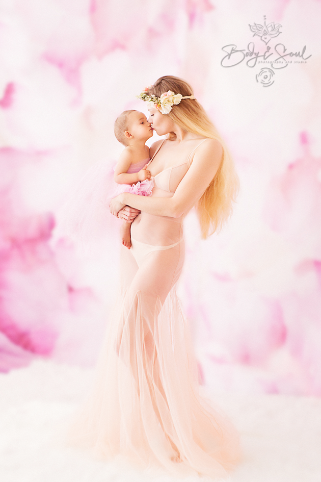 Mother and Child by Susan Eckert of Long Island Boudoir Photography