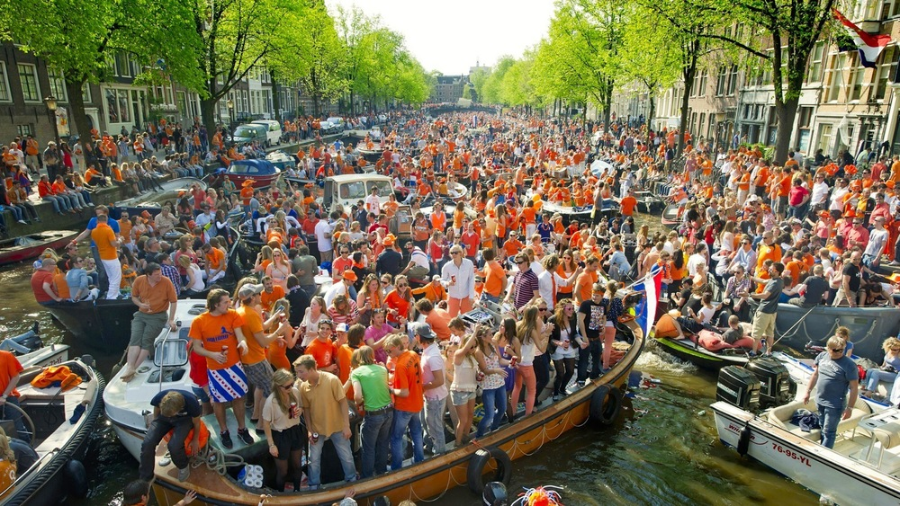 Photo by  https://www.fest300.com/festivals/king-s-day-koningsdag