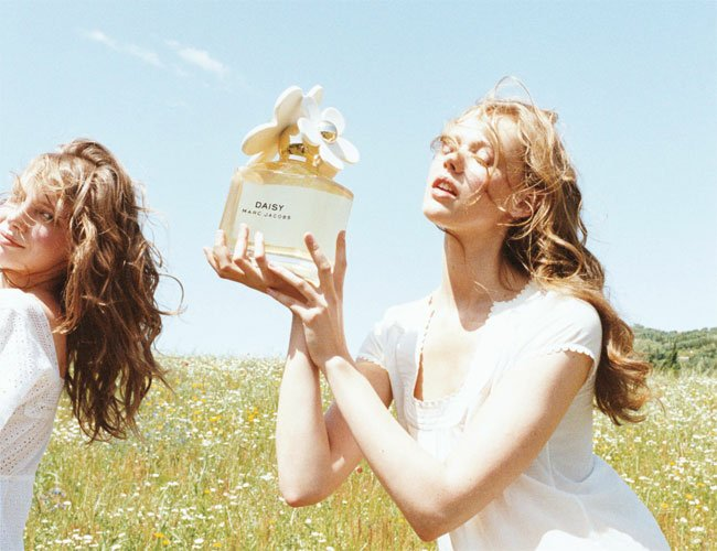 daph-bae :     Frida Gustavsson for 'Daisy' Marc Jacobs ad