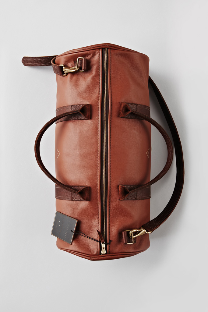 freshkings :      I Love Ugly . Leather Boxing Duffle.