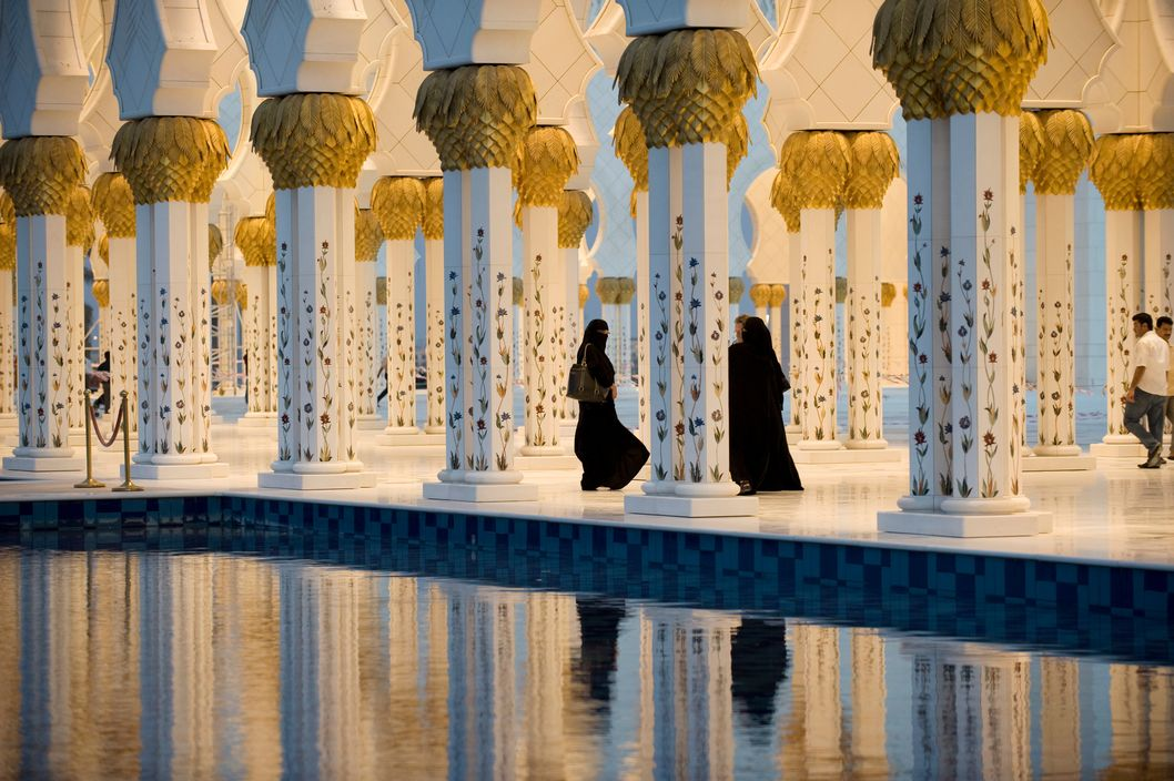 unrar :       United Arab Emirates, Abu Dhabi. Newly built Grand Sheikh Zayed bin Sultan mosque. 2008, Stuart Franklin.