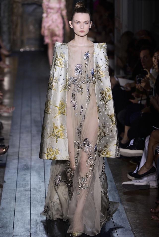 miumiukitten: Lara Mullen at Valentino AW12 Couture