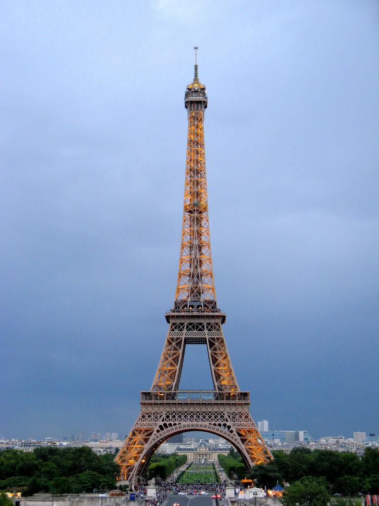 breathtakingdestinations: Eiffel Tower - Paris - France (von HarshLight)